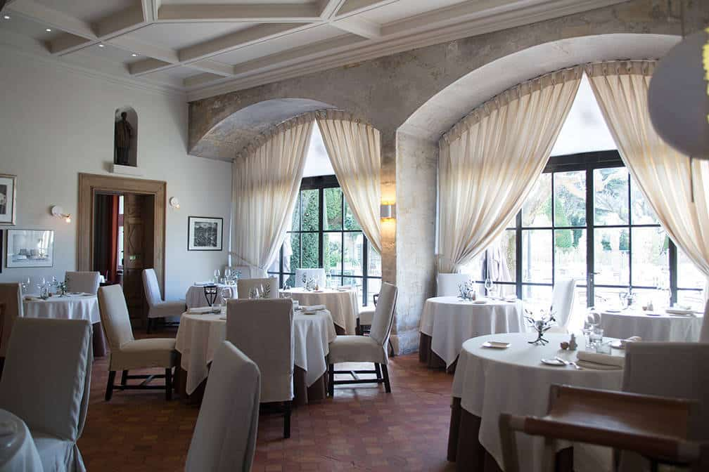 Salle Baumaniere 2-Star Michelin Provence, France -