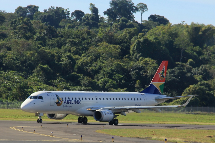 Airlink Embraer E-Jet at Nosy Be Airport - Image by Heléne Ramackers