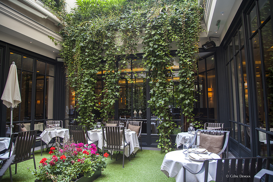 Patio at the Burgundy Hotel in Paris. @CelineDemoux